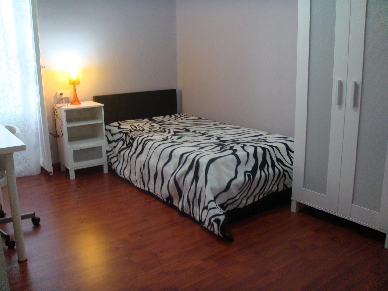 valencia-rooms-habitaciones-pequeas-con-cama-individual-foto-principal